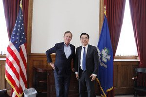 Read more about the article Connecticut Governor Ned Lamont with Chinese Consul General Huang Ping. (sorry f
